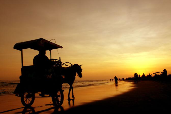 Pantai Parangtritis, 14 Ide Tempat Wisata di Jogja Berdasarkan Minat Wisatawan