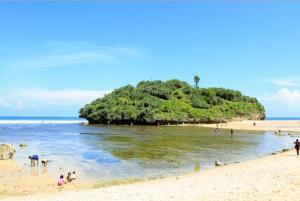 Alamat Pantai Drini di dekat Puncak Kosakora