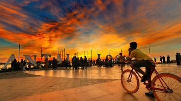 Obyek Wisata Pantai Losari Makassar