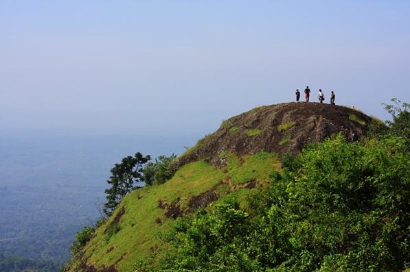 Wisata Gunung Puncak Suroloyo Jogja