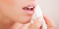 Cara Mengatasi Bibir Pecah Pecah