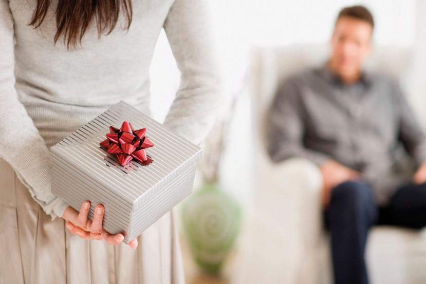 Beri Hadiah Saat Pasangan Melakukan Hal Buruk