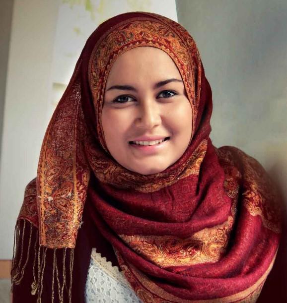 Kreasi jilbab modern untuk wajah bulat
