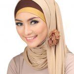 Kreasi jilbab modern untuk wajah dengan dahi lebar