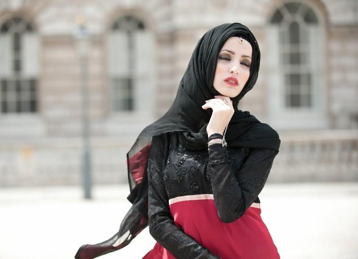 Kreasi jilbab modern untuk wajah lonjong atau panjang