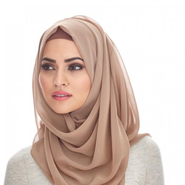 Kreasi jilbab modern untuk wajah segitiga