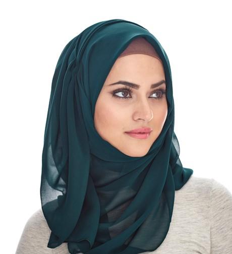 Kreasi jilbab untuk wajah dengan tulang pipi menonjol