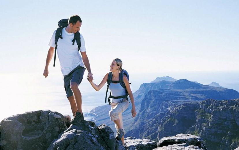 Mendaki Gunung Bersama Agar Hubungan Makin Langgeng